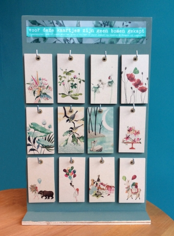 Small greeting-cards holder